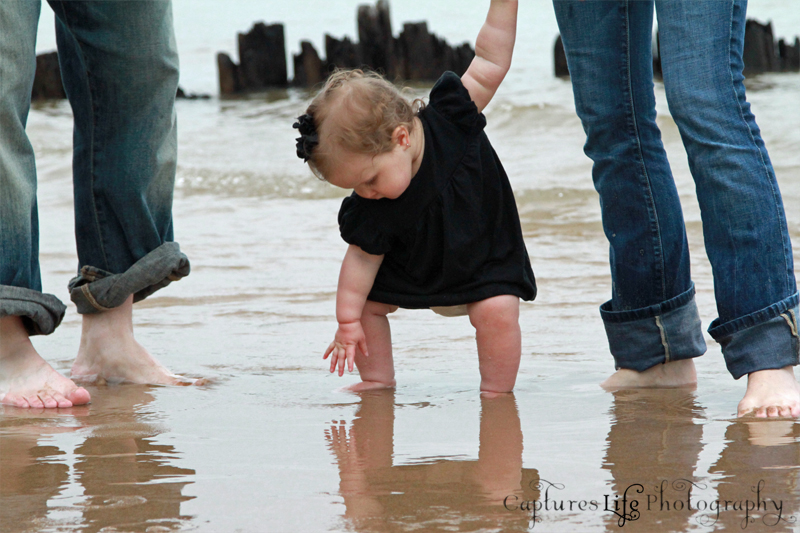 baby_hand_water_reflection