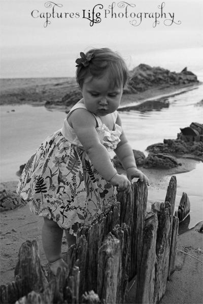 beach_baby_black-and-white