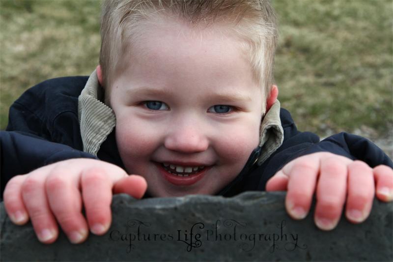 boy_blue-eyes_rock