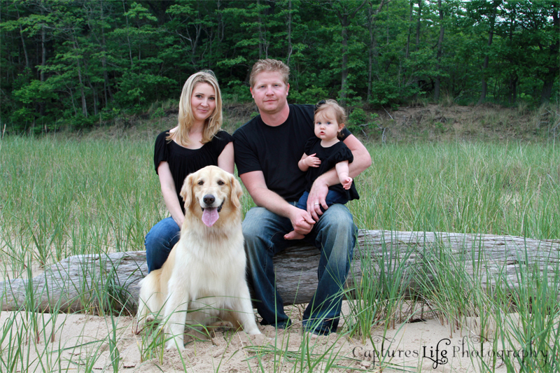 family_dog_dunes-grass_drif