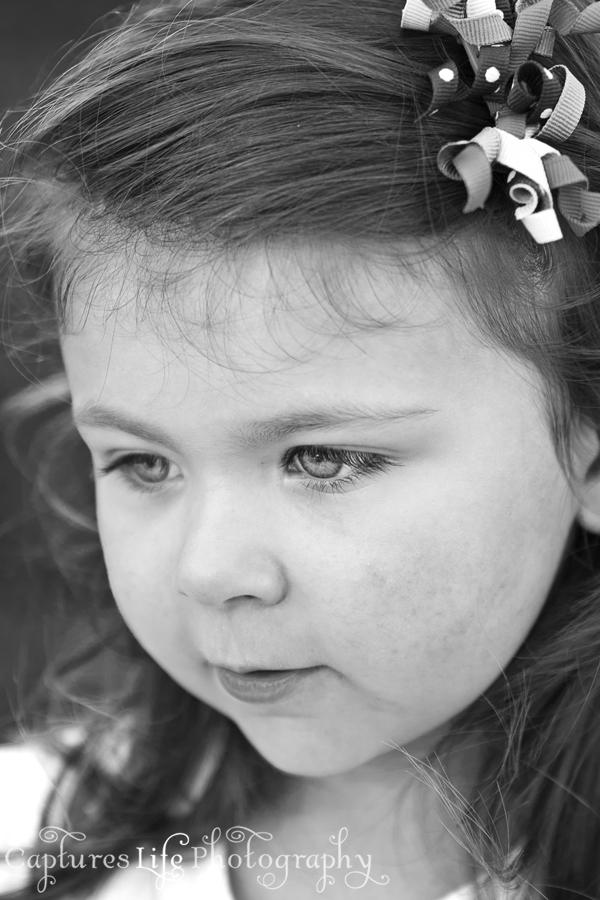 girl_black-and-white_eyes