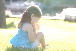 three-year-old-girl_lake_sun