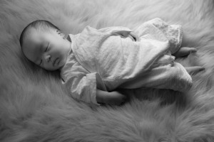 black-and-white_newborn_fuzzy-blanket